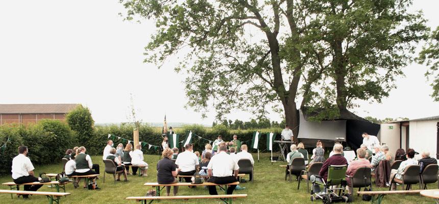 Die Sebastianusschützen feierten anlässlich des Schützenfestwochenendes einen Open Air-Gottesdienst.