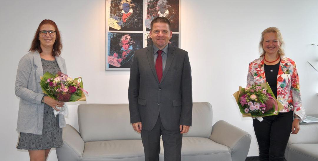 088-Bürgermeister-begrüßt-neue-Fachbereichsleitung